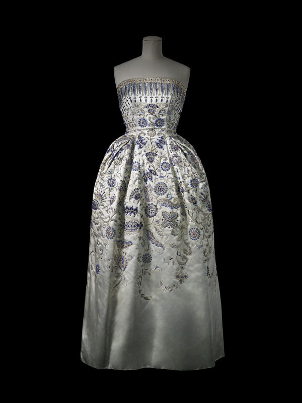 Evening dress, <i>Palmyre</i>, Christian Dior, 1952. Gift of Mrs. and M. James Boylen. ROM 970.286.3 © Laziz Hamani